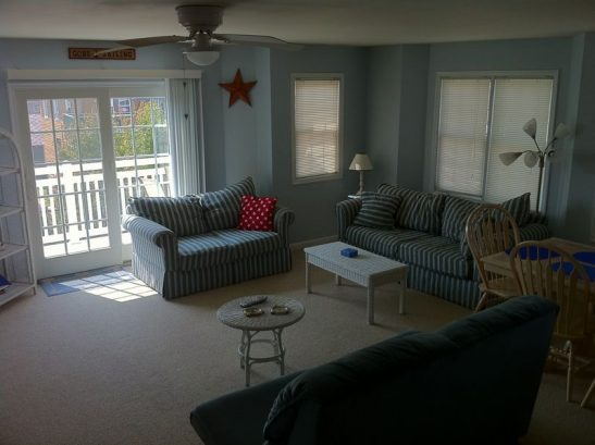 Spacious Livngroom With Large Screen T.V. And Sleeper Sofa.