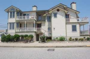 ELEGANT 4BD 2.5 Bth 2 story foyer, Hrdwd flrs, Granite, Perfect location