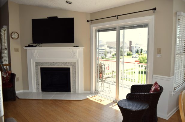 Living room with 55 inch Flat Screen and DVD (2nd floor)