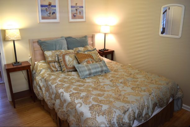 Queen size bed, Flat Screen TV, across from full bath