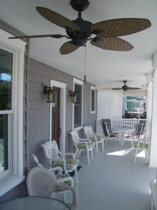 Large front porch across entire front of house, 2 ceiling fans