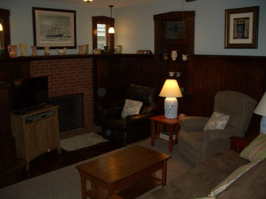 Living room with 2 recliners, futon, cable TV