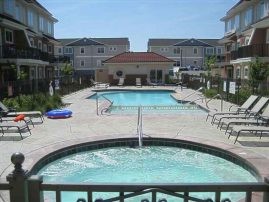 Thunderbird 3 Story Townhome - Pool, Big Hottub, Beachblock, 4BR, 3.5ba