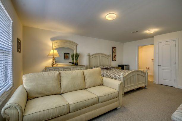 En-Suite Bedroom (Entrance Level)