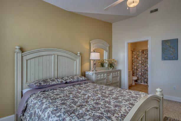 Master Bedroom w/ Bathroom