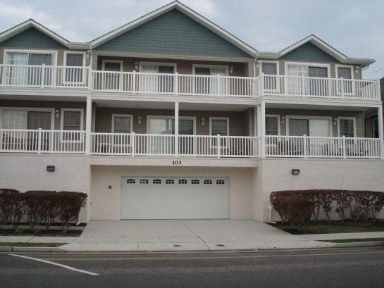 *IMMACULATE 3 BEDROOM 2 1 /2 BATH WILDWOOD CONDO*