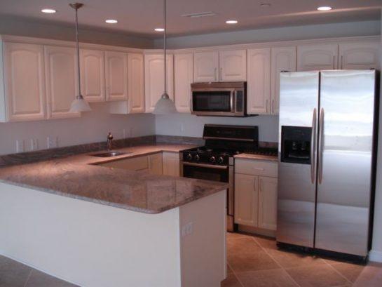 kitchen w/ granite tops