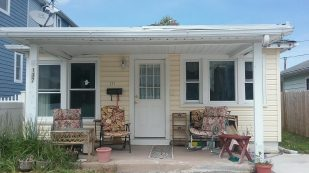 Great single family home Pet friendly, Fenced Yard -$1,075/wk.