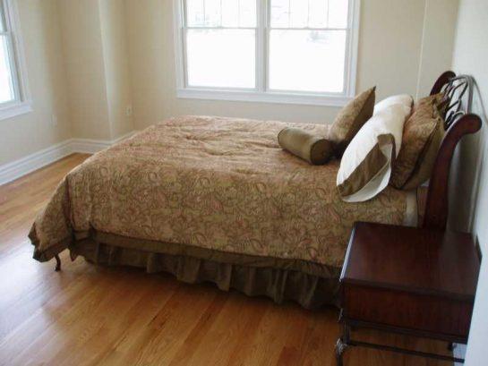 Bedroom / Queen OceanFront/Balcony