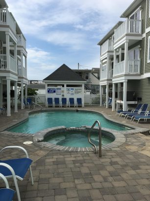 21st Street Beach Block - Ocean Views, Pool 4 bedrooms 2 baths sleeps 14