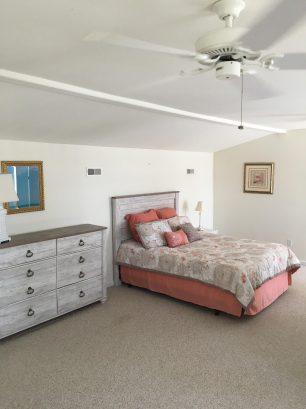 Loft bed room w / queen bed