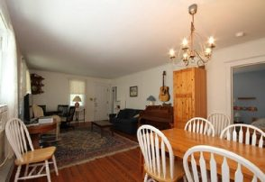 Great location! 3 BR Home - walk to Beach and Mall