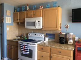 Single Bedroom Ocean Front 3 Blocks from Boardwalk Sleeps 6