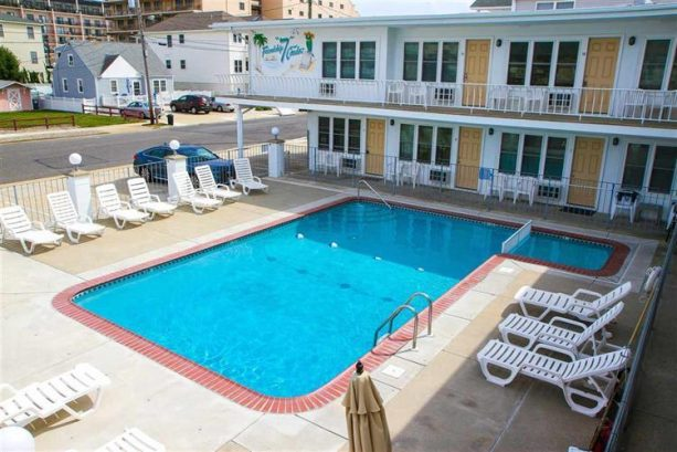 GREAT LOCATION * Beachblock 1st Floor Condo w POOL * AFFORDABLE