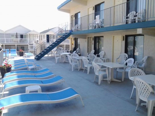 Spacious 1 Bedroom Unit One Block from the Boardwalk!