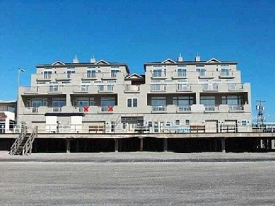 Only 4br/3ba W/ 2 Oceanfront Master Bedrooms at 1600 Boardwalk b