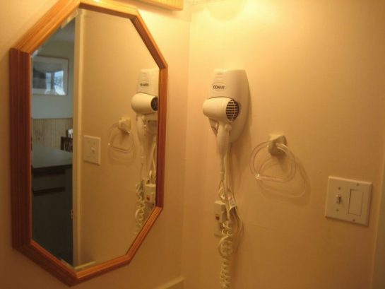 Bathrooms With Hairdryers