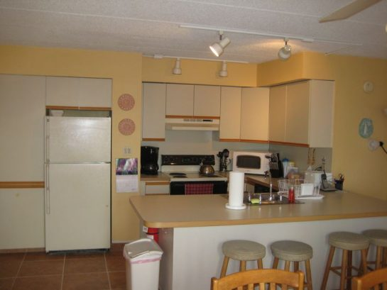Kitchen With Microwave, Toaster & Cofeemaker