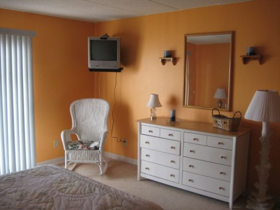 Master Bedroom With Tv & Dvd