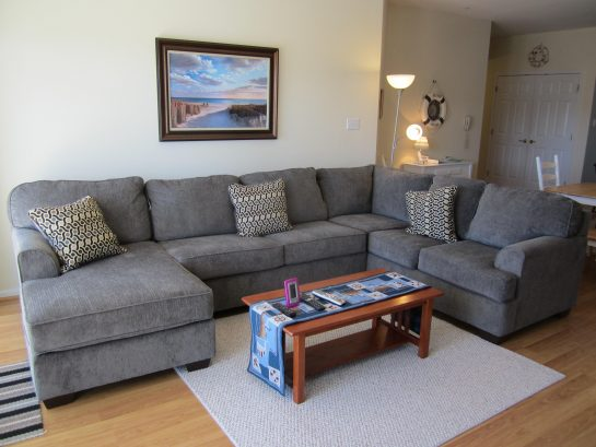 COMFORTABLE SECTIONAL SOFA FOR FAMILY GATHERINGS