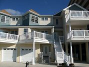 Fantastic - 3 Story Townhome-Steps to Beach & Boards