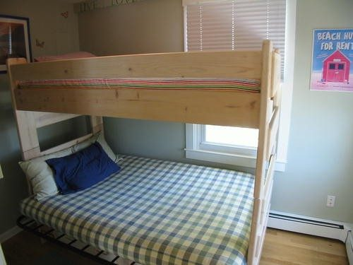 Full / Twin Bunk Bedroom