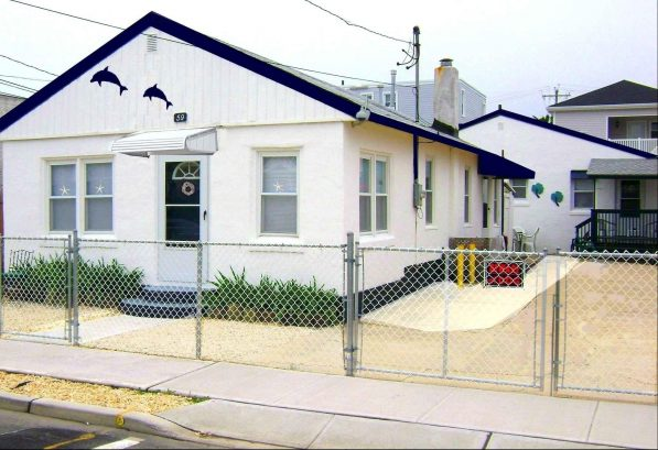 59 Sampson Ave 1 block to beach -back cottage for weekly rental