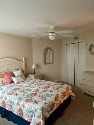 First floor - Queen bedroom