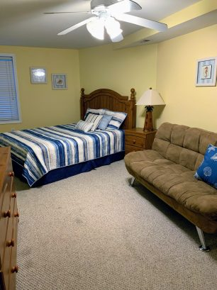 Second floor - Queen bedroom w/futon