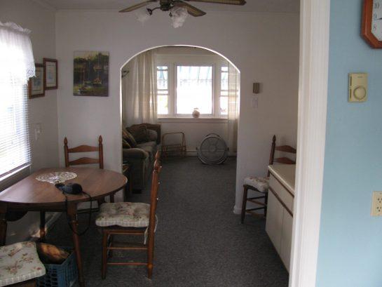1st fl. Dining Area> Livingroom