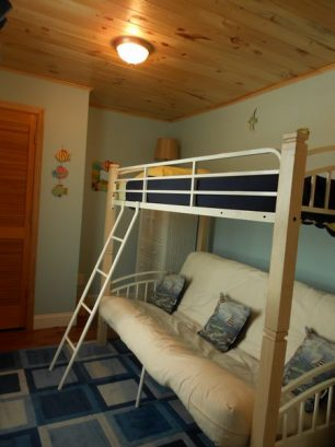 Upstairs Loft with futon bunk bed-sleeps 3