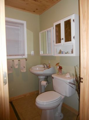 Upstairs bathroom also includes full size washer and dryer