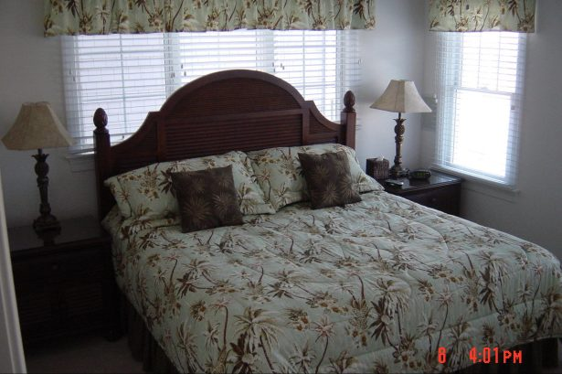 MBR King w Triple Dresser, Ceiling Fan & Lots of Windows