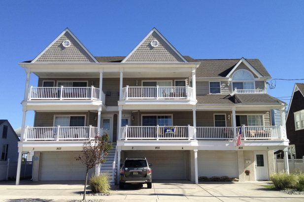 Beautiful 3 Bedroom condo one block from the beach!