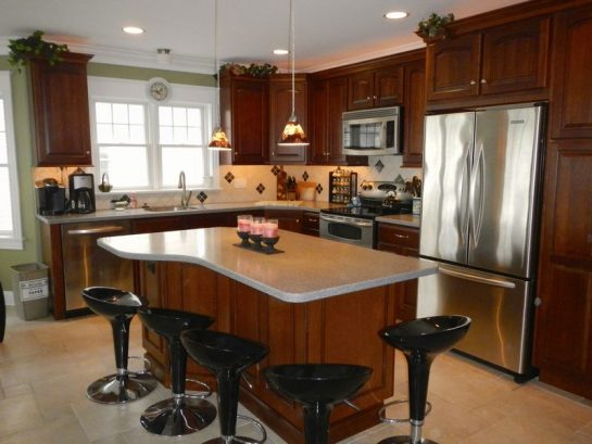 Gourmet Kitchen with center island To Serve A Crowd