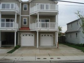 5 Bedroom ( 4 +Bonus Room 5th bedroom ) 3 Bath/ 2200 sqft /Sleeps 13, 1 block from Beach & Boardwalk