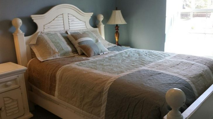 Bedroom 4: Queen Bed (1st Floor)