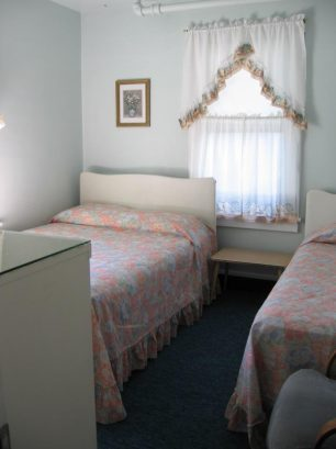 BEDROOM 302#4