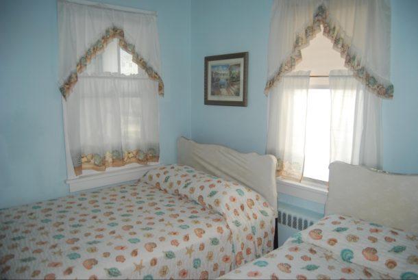 BEDROOM 304#1