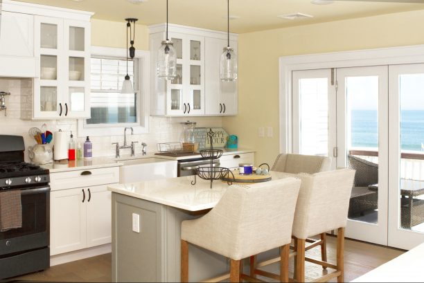 Professional kitchen w/ island