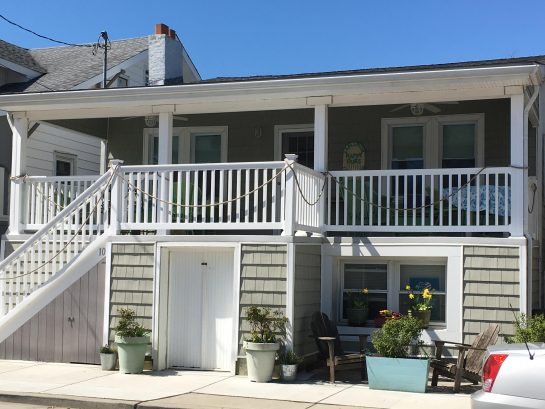 Ventnor Happy Ours Cottage, 200 steps to beach, book Now for Peak Weeks--OFF SEASON DISCOUNTS!