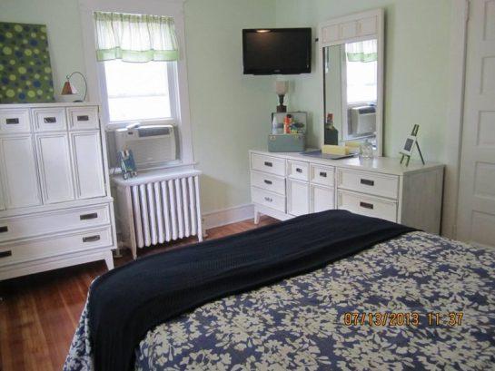 Queen Bed Green Room, Vintage Furnishings, TV