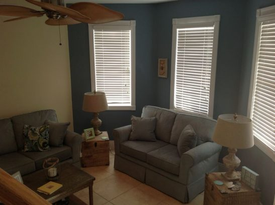 Family Room W/ Sofa & Love Seat, Hd Tv
