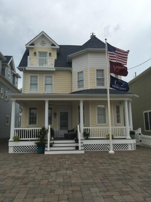 Gorgeous, Single Family Home on the Beach Block (Smoke & Pet Free)