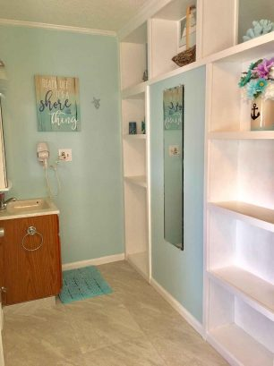 Bath vanity area