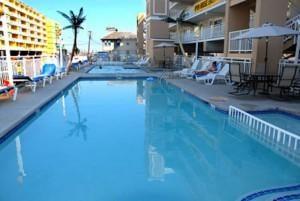 2 pools and a kiddie pool