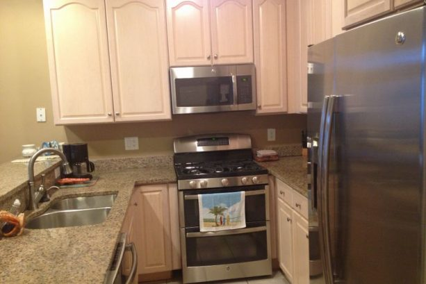 Granite Kitchen-new Stainless Steel Appliances Incl Double Oven