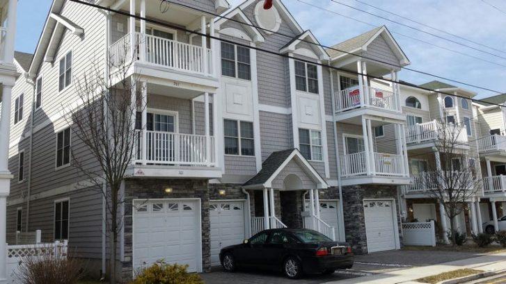 Great Top Floor Condo with 4 BRs and 3 Baths only 1 Block to the Beach and Boardwalk