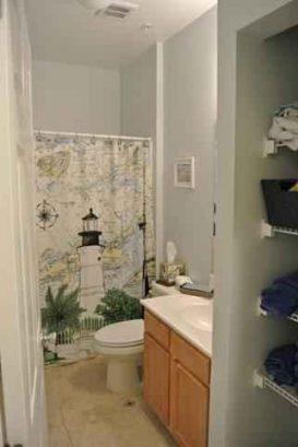 SHARED  FULL HALLWAY BATHROOM FOR BEDROOMS 3 & 4