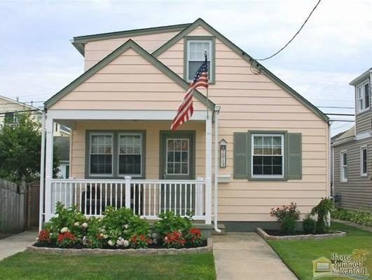 Pet-friendly Cottage with Fenced Yard Near Beach & Boardwalk.